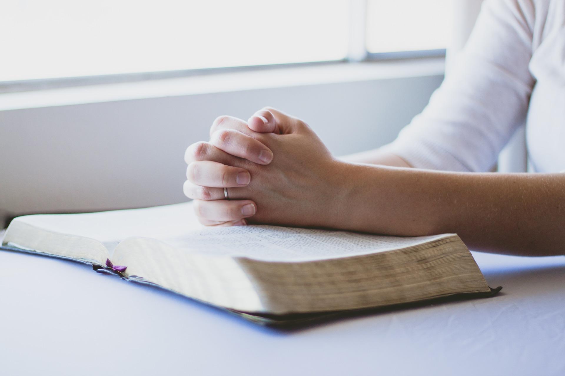 rugaciuni pentru sporul casei - sfatulparintilor.ro - pixabay_com-prayer-1308663_1920