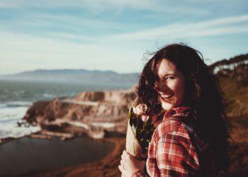 esti fericit - sfatulparintilor.ro - pixabay_com - woman-1246844