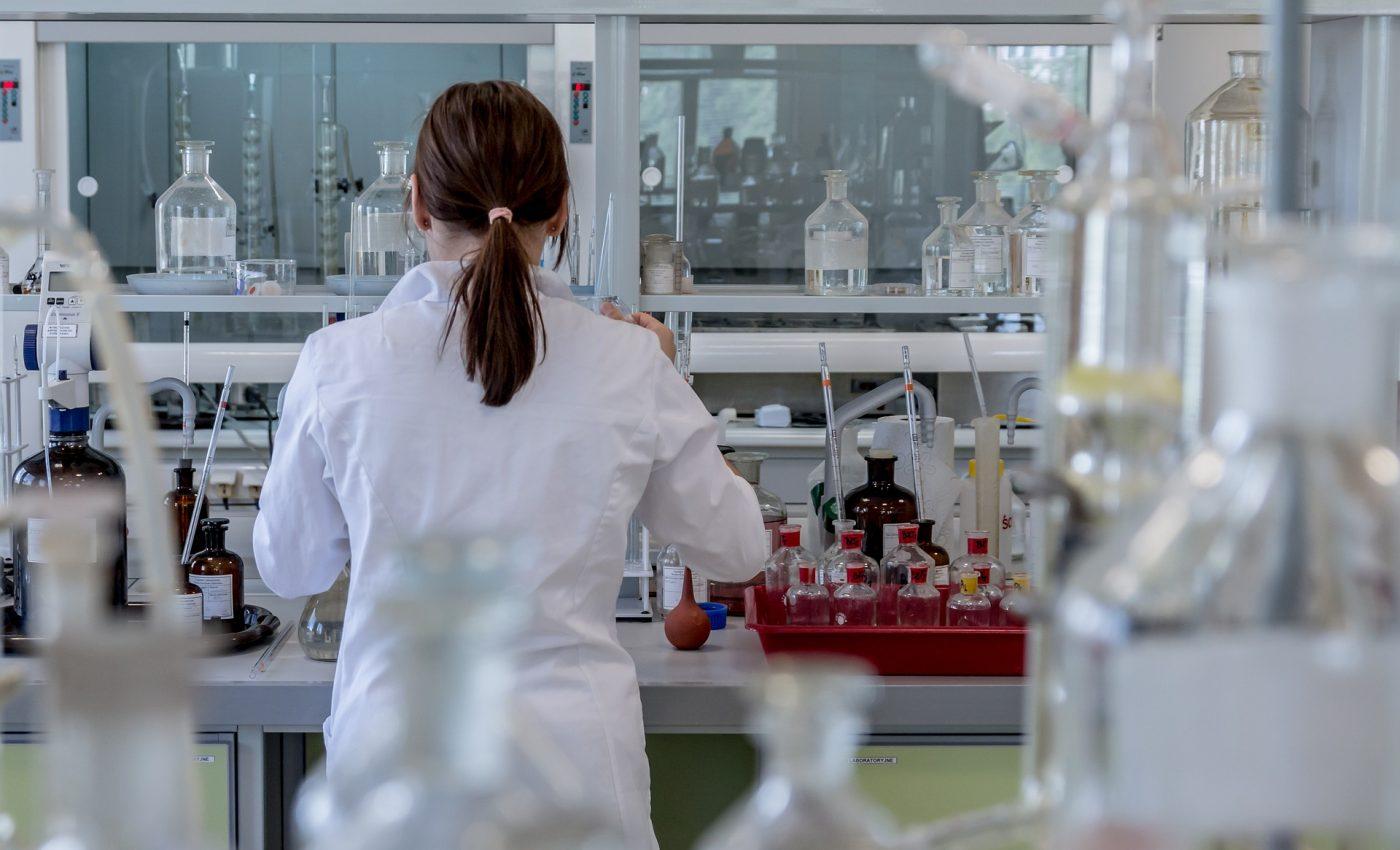 hepatita B - sfatulparintilor.ro - pixabay_com - laboratory-2815641_1920
