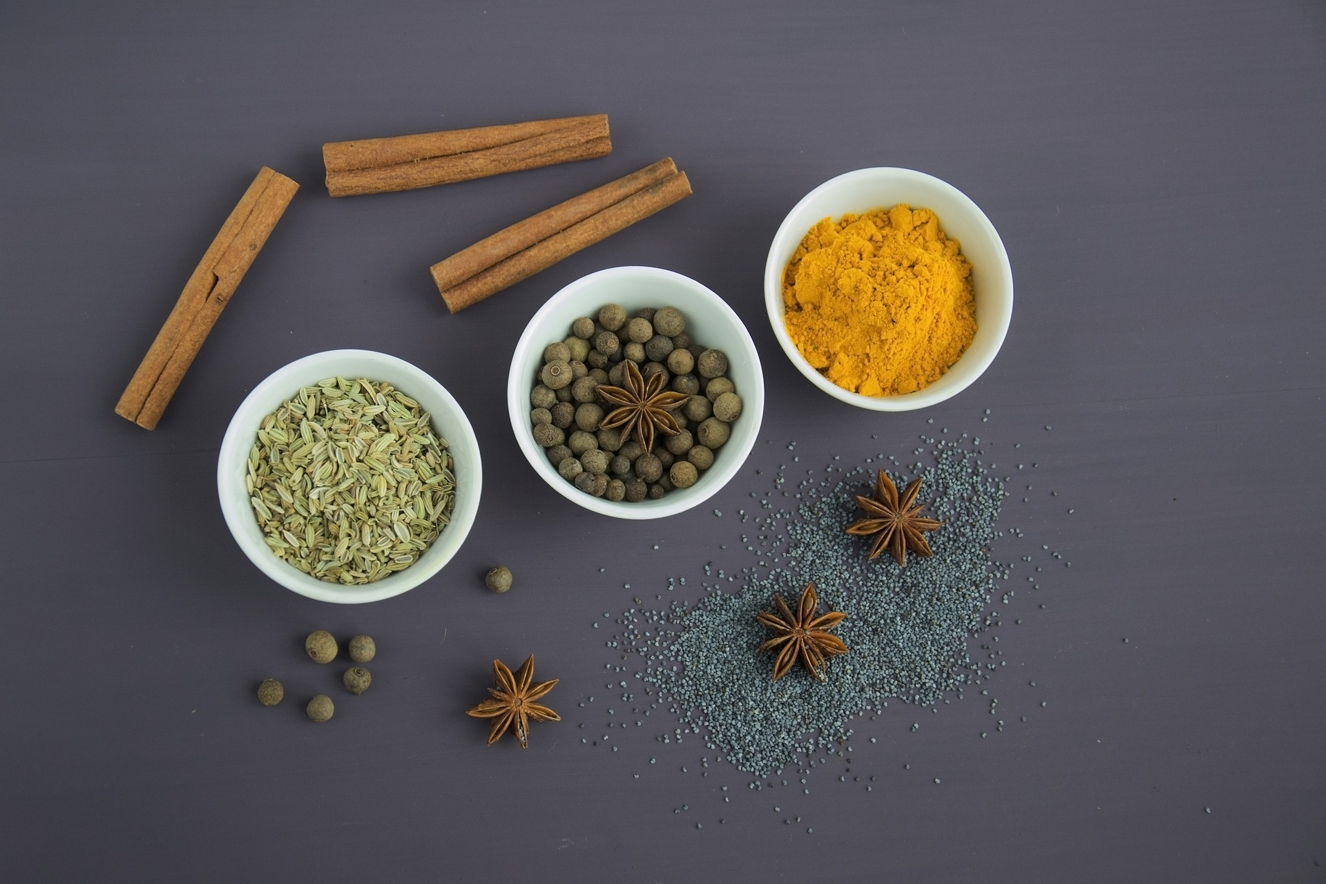 turmeric si piper negru - sfatulparintilor.ro - pixabay_com - spices-2105541_1920