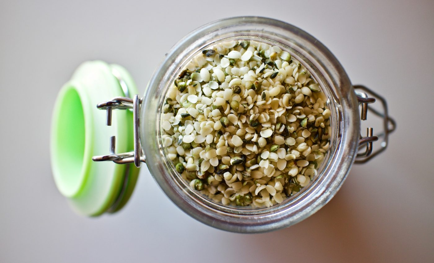 ulei de canepa - sfatulparintilor.ro - pixabay_com - hemp-seeds-3239824_1920