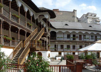 centrul istoric - RO_B_Manuc_Inn_inside