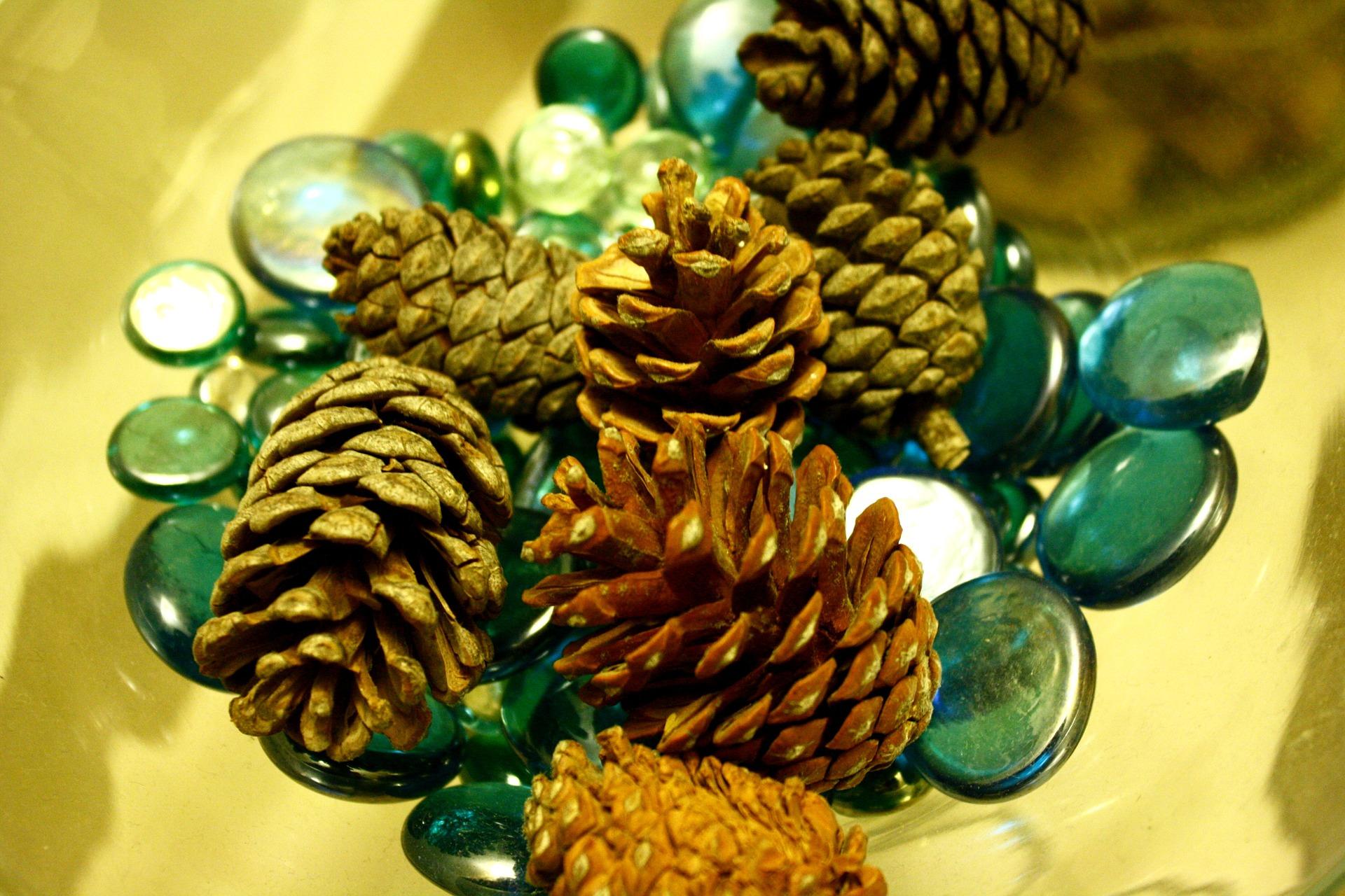 cristal norocos - acvamarin - sfatulparintilor.ro - pixabay_com - pineapple-723319_1920