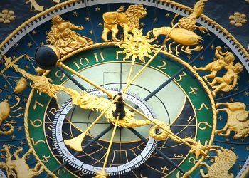 horoscop zilnic - sfatulparintilor.ro - pixabay_com - astronomical-clock-408306_1920