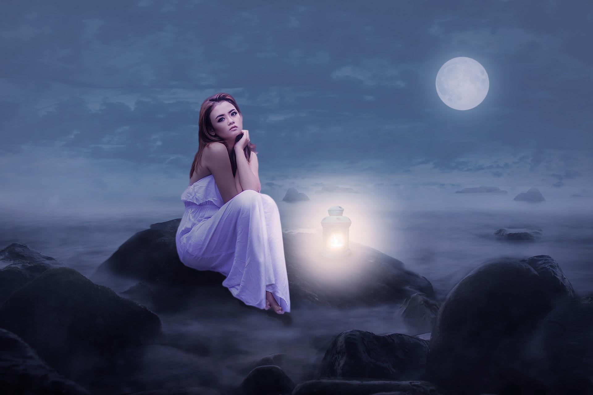 venus departe de soare - sfatulparintilor.ro - pixabay_com - woman-2728727_1920