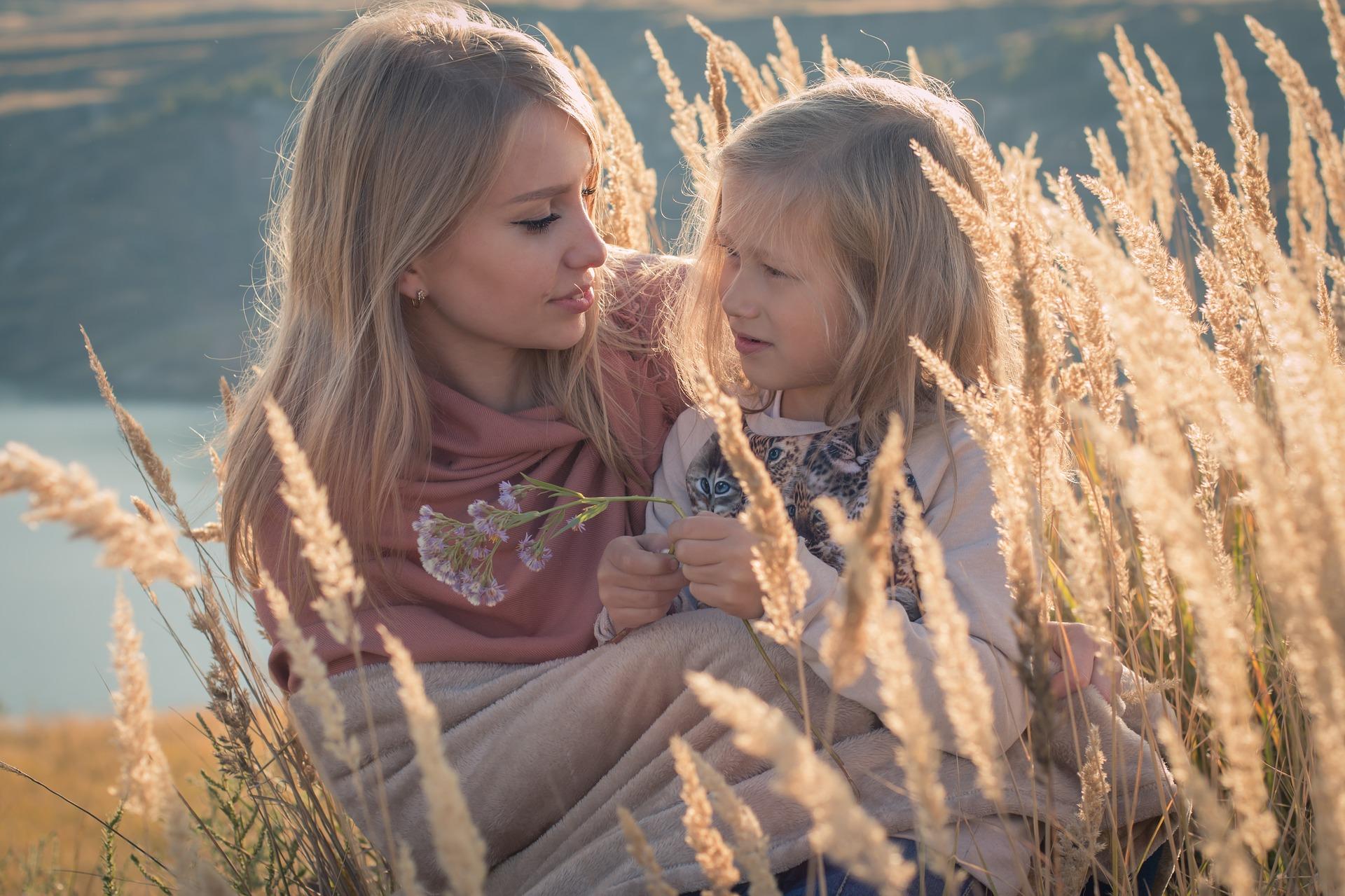 slabiciuni mame zodie - sfatulparintilor.ro - pixabay_com - family-1848957_1920