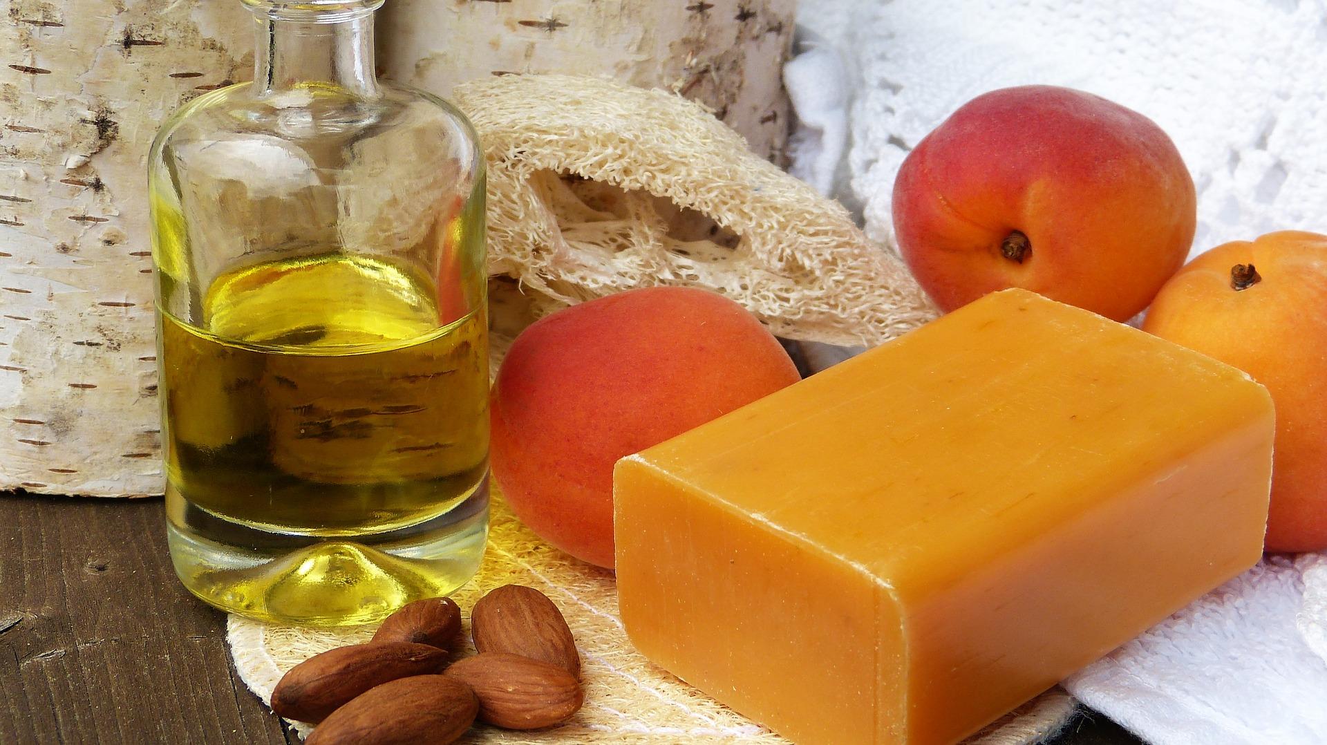 ulei de migdale - sfatulparintilor.ro - pixabay_com - soap-2333391_1920
