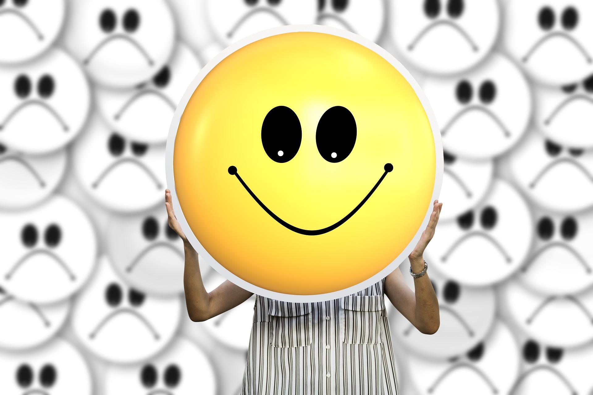 emotii negative - sfatulparintilor.ro - pixabay_com - smilie-3441012_1920