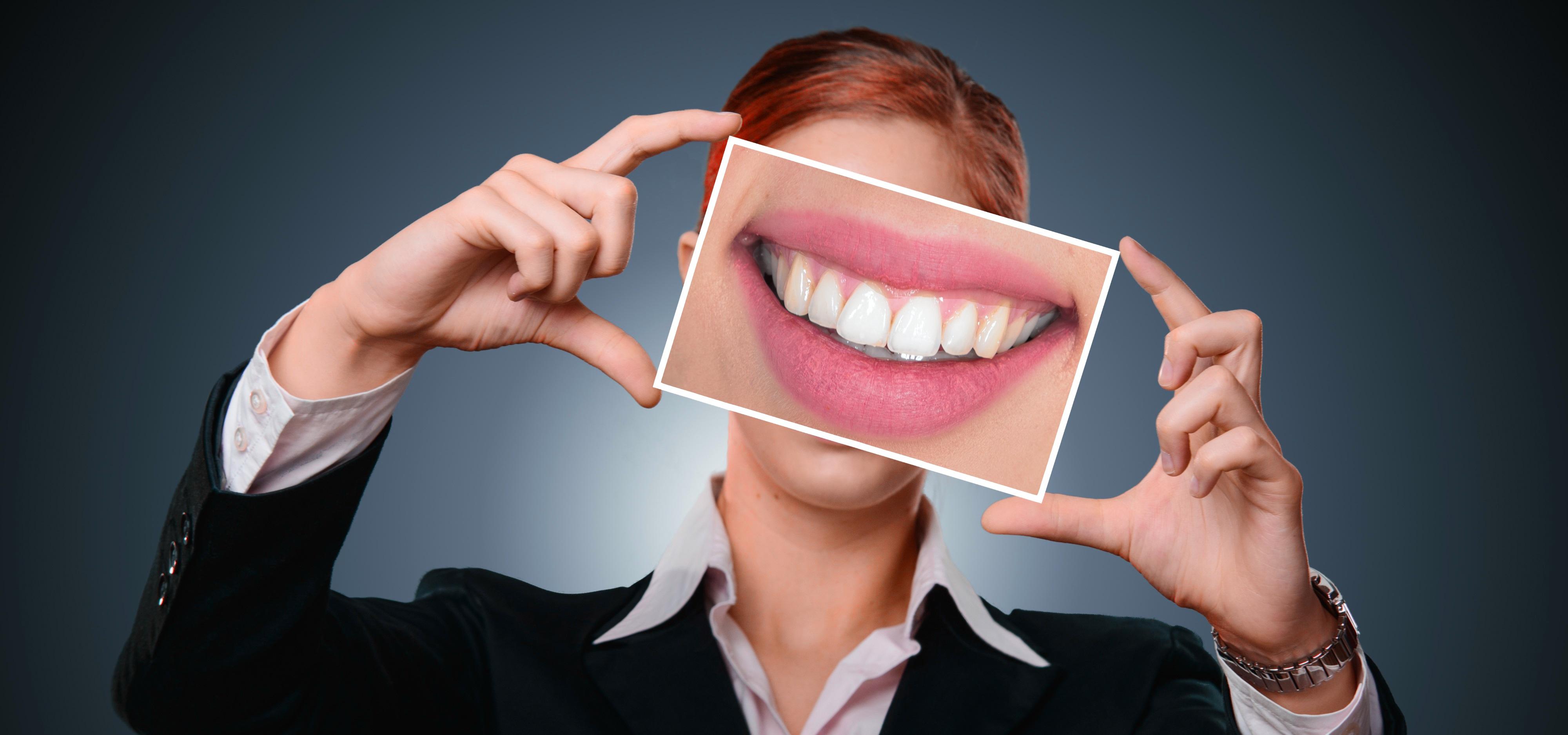 nu te speli pe dinti - sfatulparintilor.ro - pixabay_com - woman-3498849