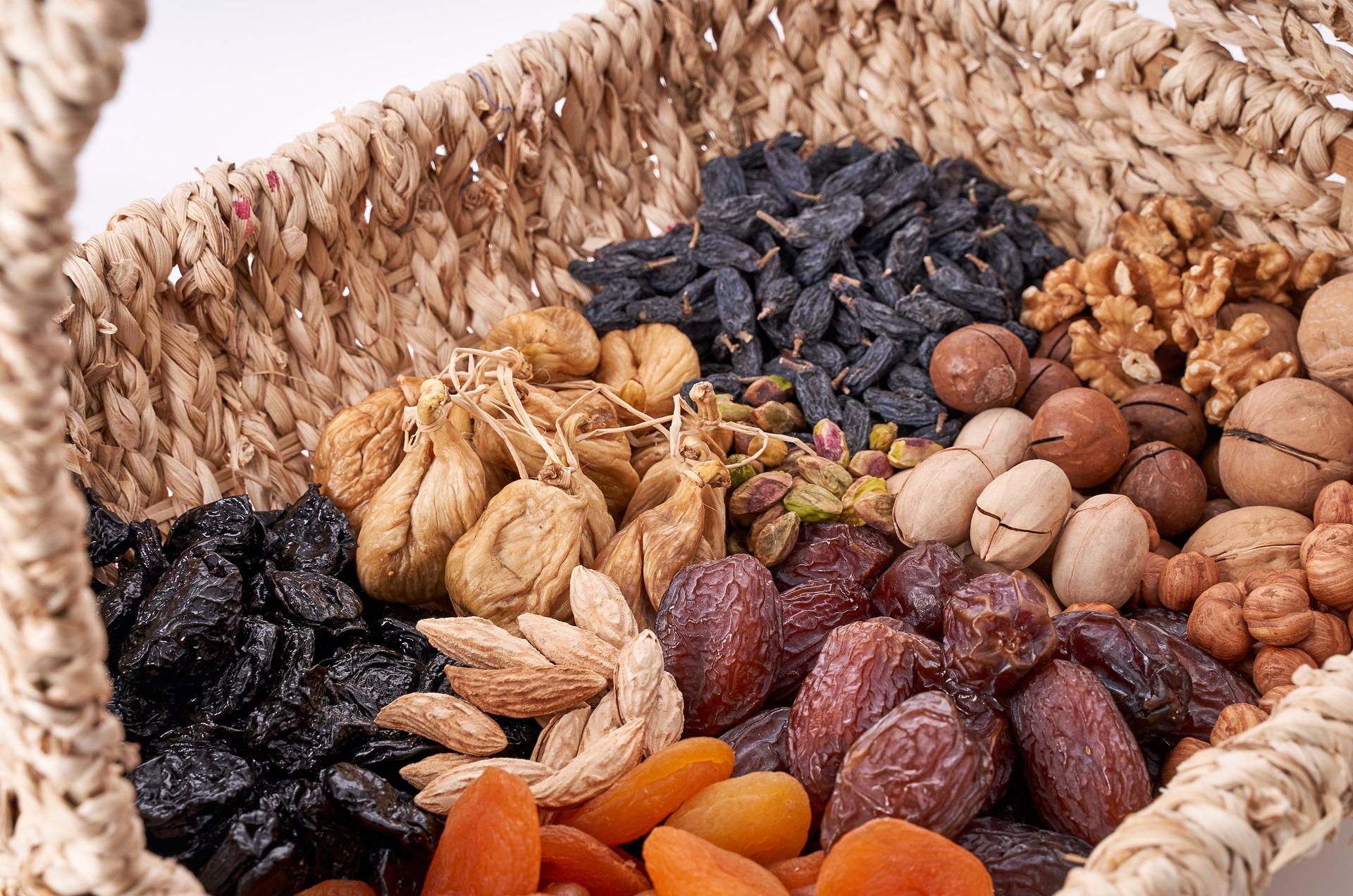 nuci seminte si alune - sfatulparintilor.ro - pixabay_com - nuts-4692360_1920