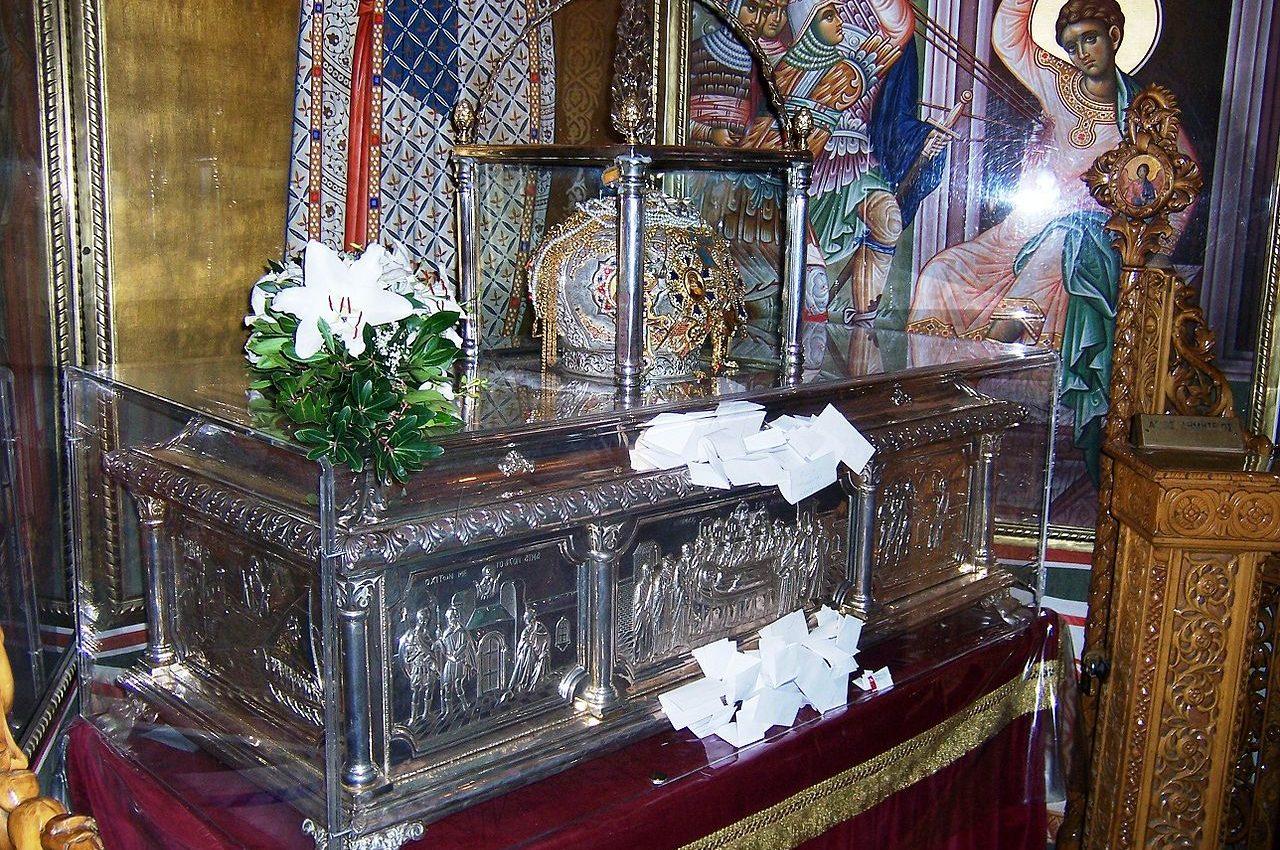 sfantul dumitru - sfatulparintilor.ro - pixabay_com - 1280px-Relics_of_Saint_Demetrius
