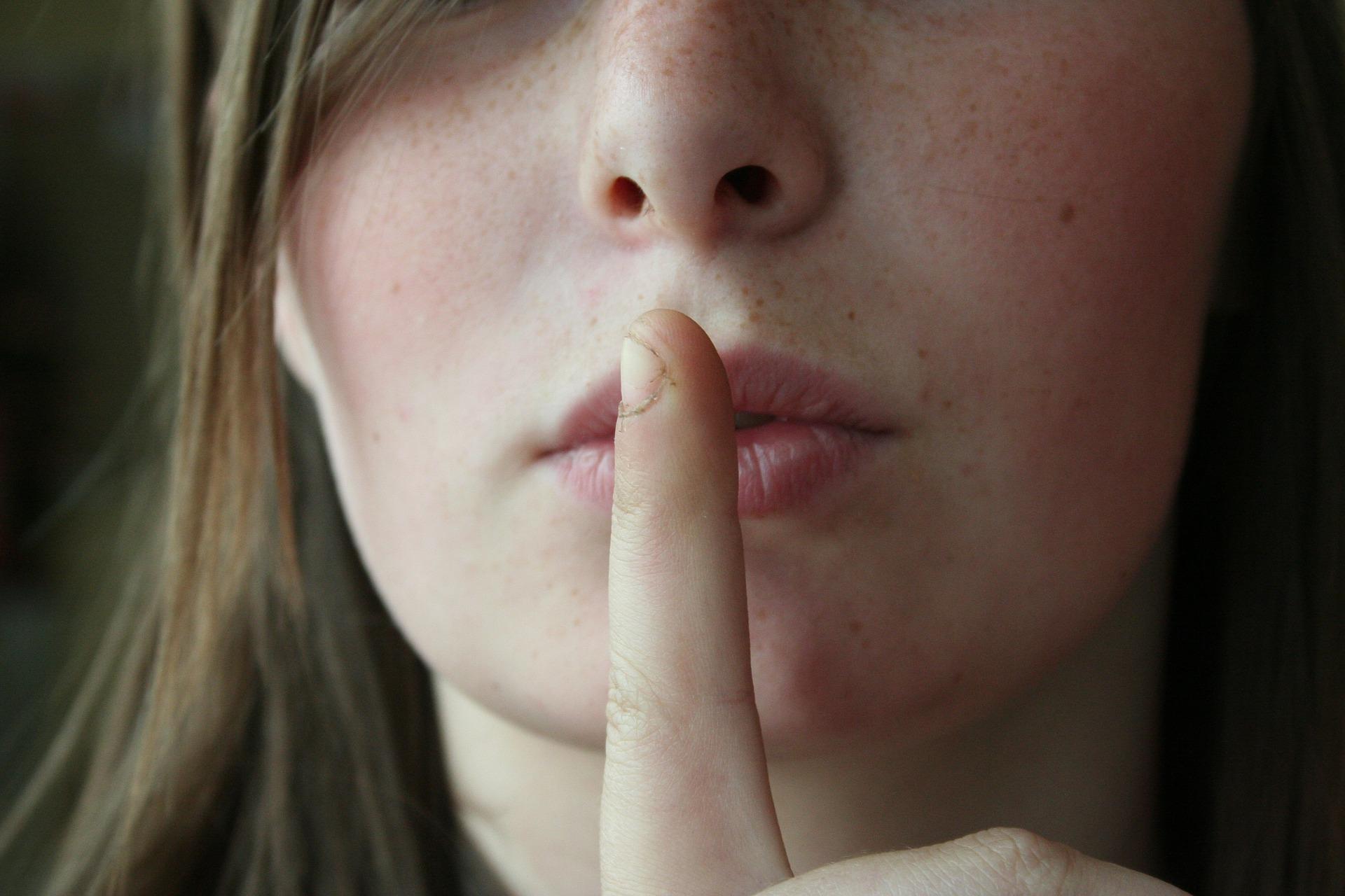 tacere femei