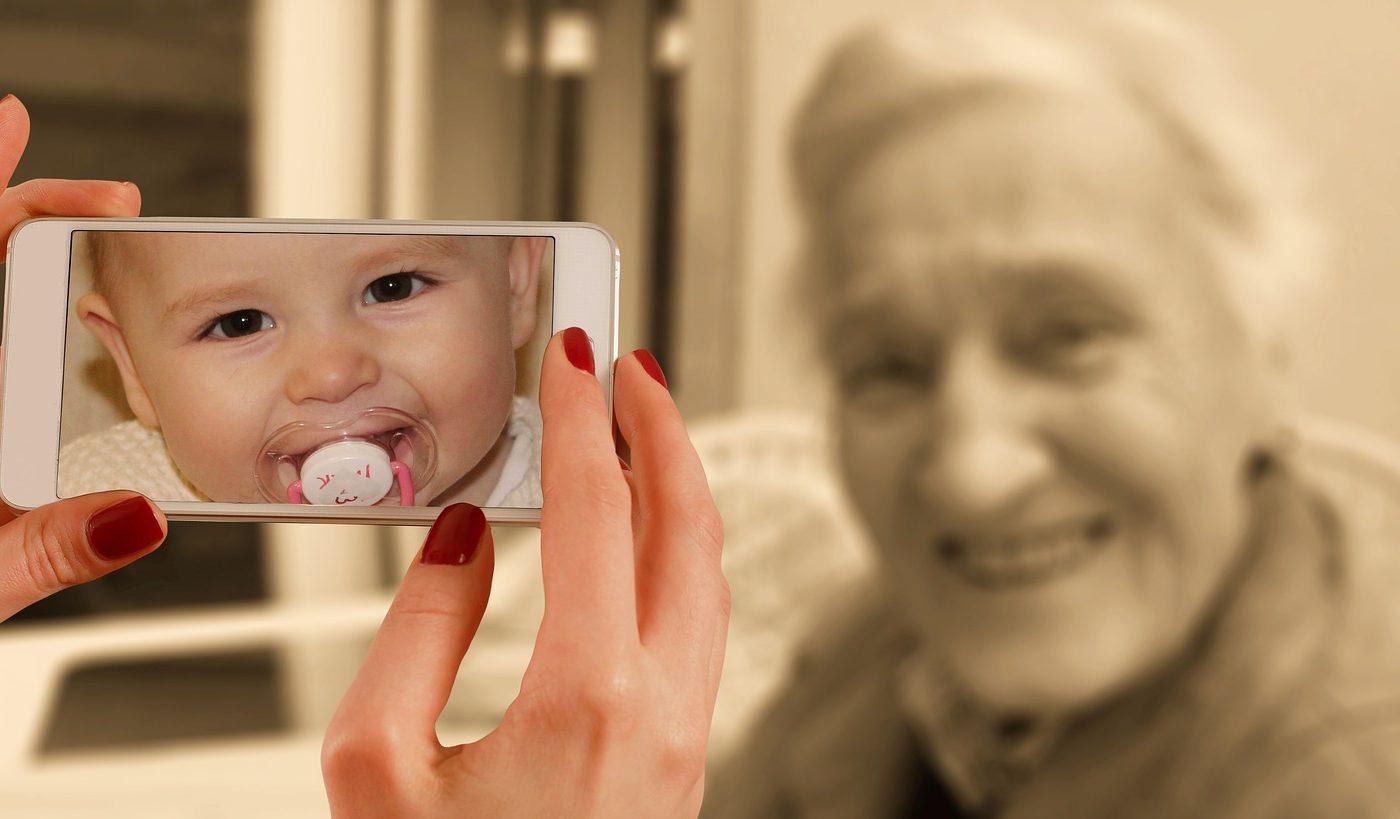 vieti anterioare - sfatulparintilor.ro - pixabay_com - smartphone-1987212_1920