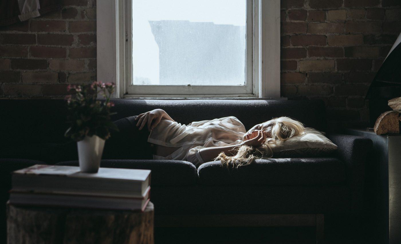 dormi pe partea stanga