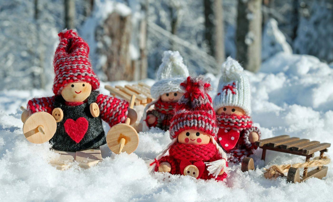 sarbatori de iarna -sfatulparintilor.ro - pixabay_com - doll-figures-3015495_1920