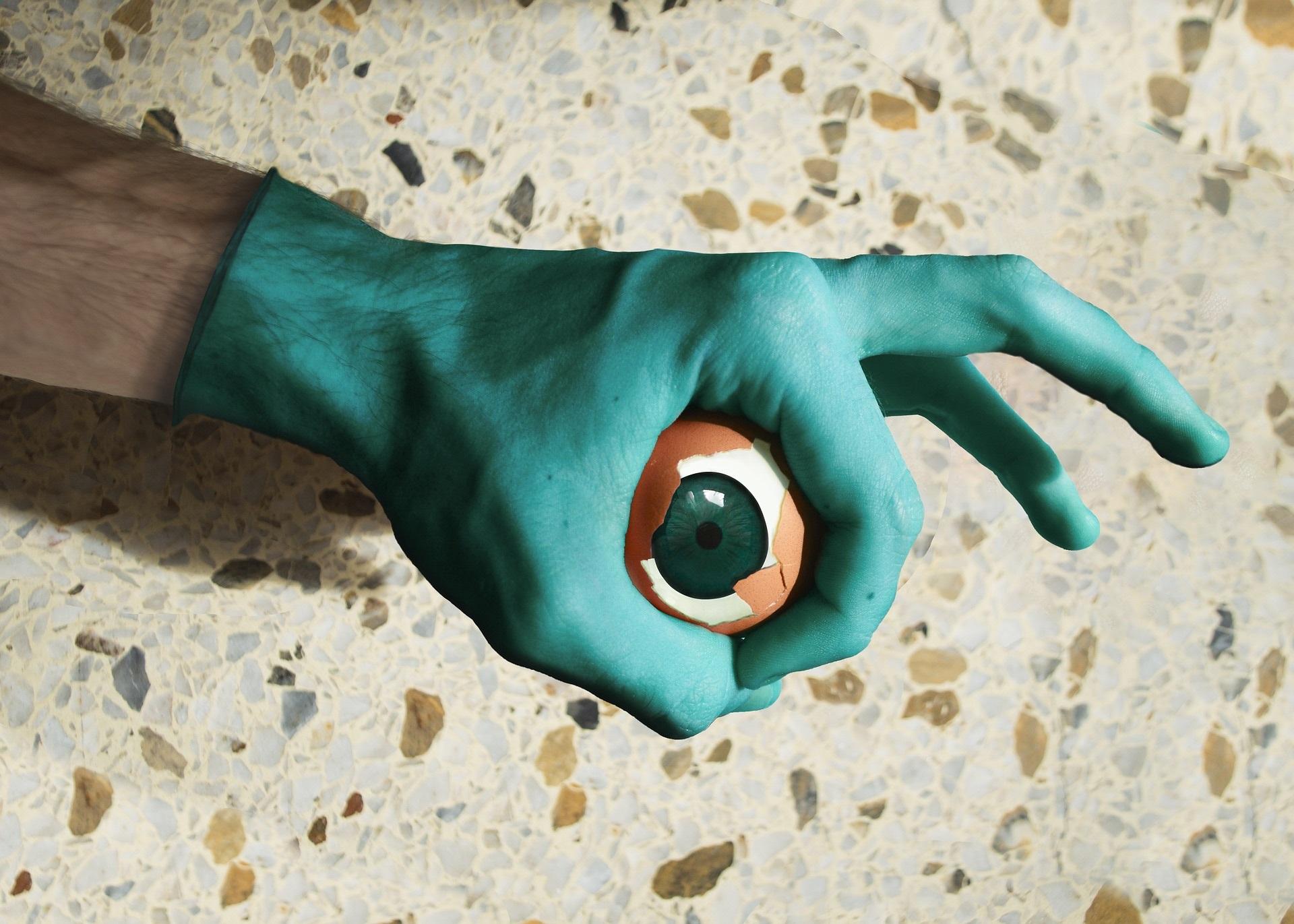 energii negative ou - sfatulaprintilor.ro - pixabay_com - hand-3050316_1920