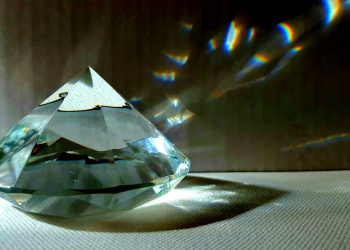 sa arunci lucrurile vechi - sfatulparintilor.ro - pixabay_com - diamond-4196379_1920