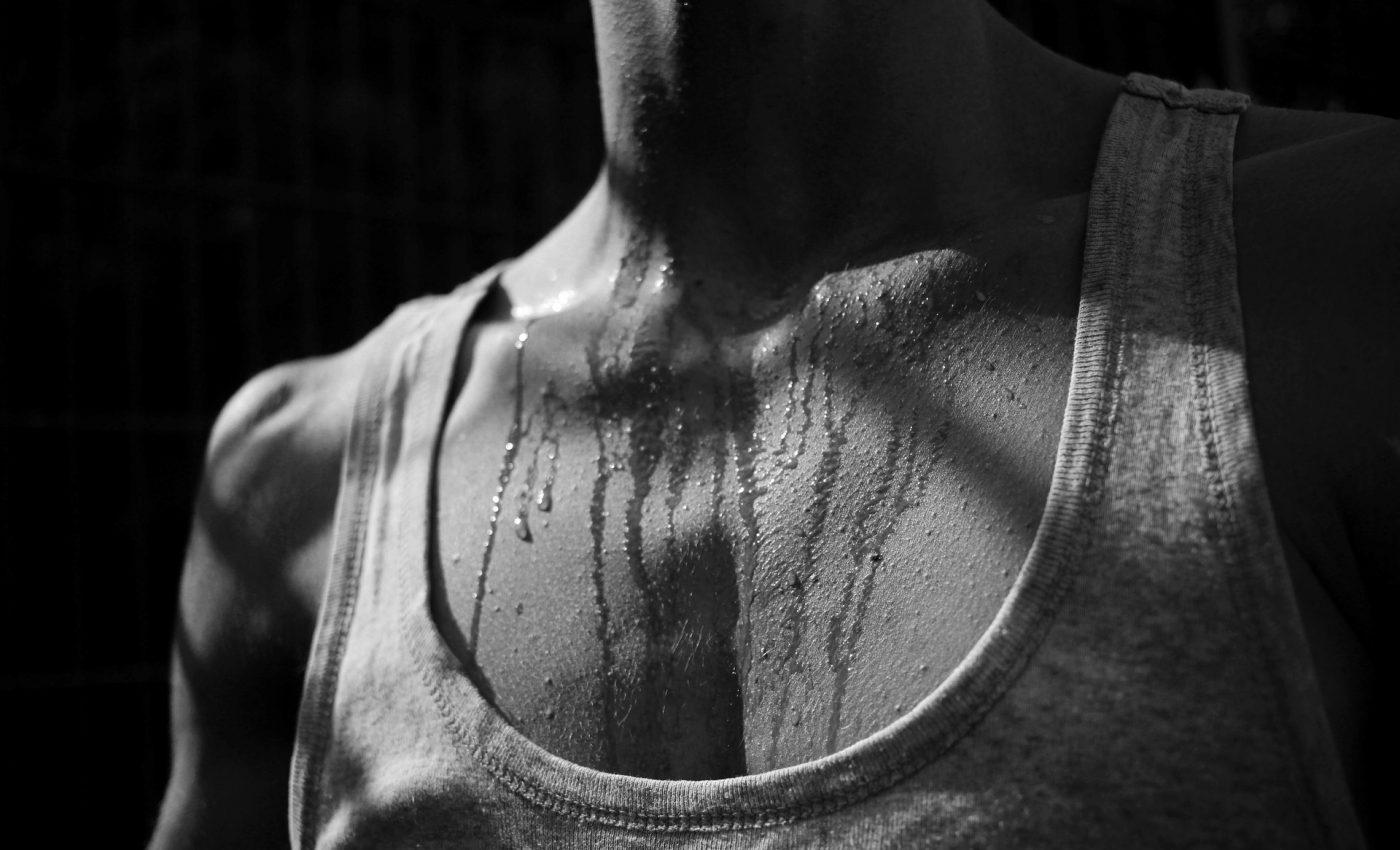 Transpiratie excesiva - sfatulparintilor.ro - pixabay_com - black-white-3581502_1920
