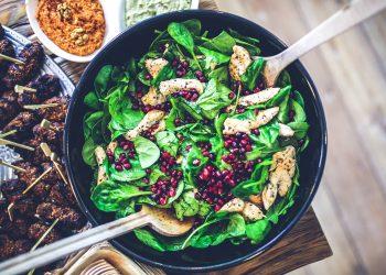 alimente bogate in fier - sfatulparintilor.ro - pixabay_com - spinach-791629_1920