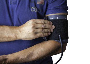 Tensiune arteriala mare - sfatulparintilor.ro - pixabay_com - blood-pressure-monitor-1749577_1920