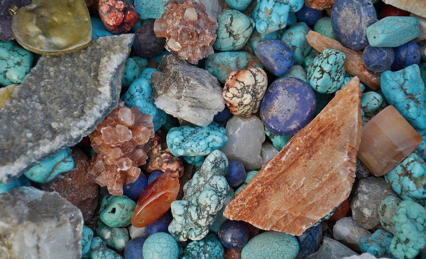 cristale puternice - sfatulparintilor.ro- pixabay_com - stone-271752_1920