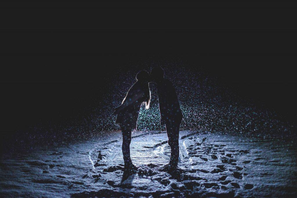 horoscop zilnic dragoste - sfatulparintilor.ro - pixabay_com - couple-kissing-1149677_1920