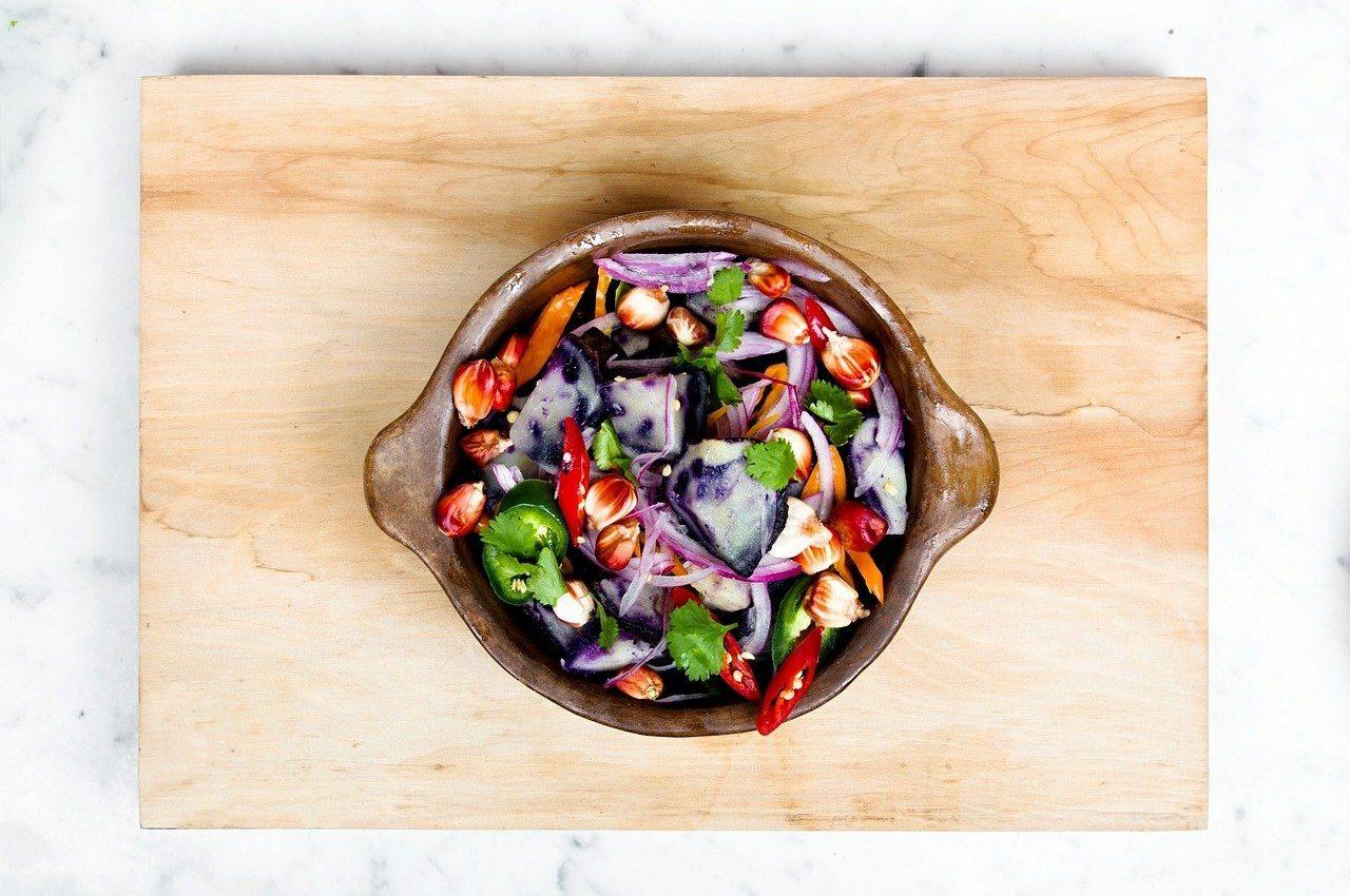 Cum sa reduci inflamatia din organism - sfatulparintilor.ro - pixabay_com - salad-498203_1280