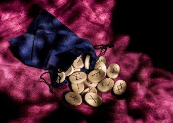 Etalare zilnica RUNE mistice JOI 13 AUGUST 2020. Mesaje din magia supranaturalului