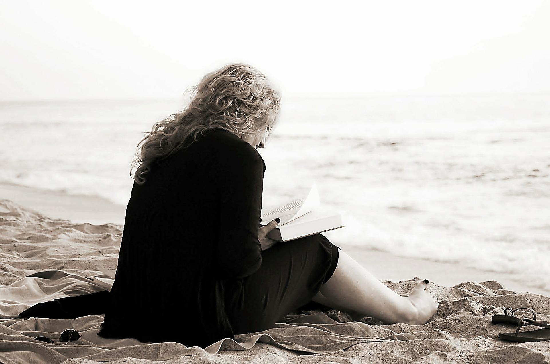 cand esti singur - sfatulparintilor.ro - pixabay_com - read-369040_1920