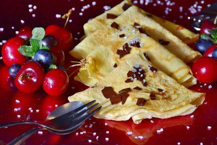 clatite cu lapte si miere - sfatulparintilor.ro - pixabay-com - pancakes-2372095_1920