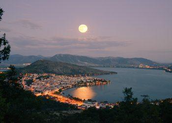 Horoscop weekend 18-20 octombrie 2018. Luna in Gemeni si apoi in Rac ne reface dupa Luna plina?
