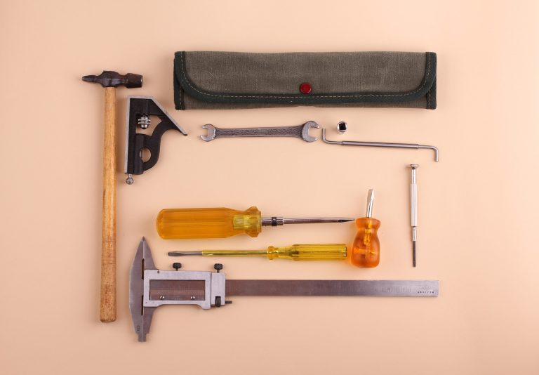 produse pe care trebuie sa le ai intr-o gospodarie - sfatulparintilor.ro - pixabay_com - tools-1798145_1920