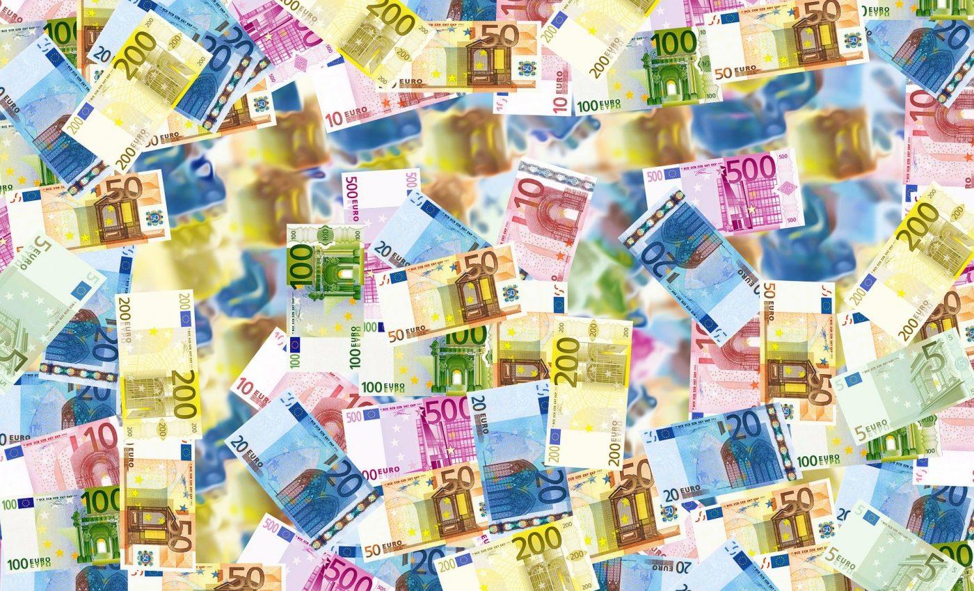 Horoscop saptamanal bani - sfatulparintilor.ro - pixabay_com - bills-496229_1920