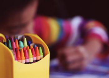 Vacante scolare 2020 - sfatulparintilor.ro - pixabay_com - crayons-1209804_1920