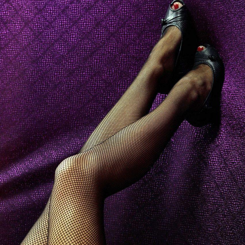 picioarele ridicate la perete