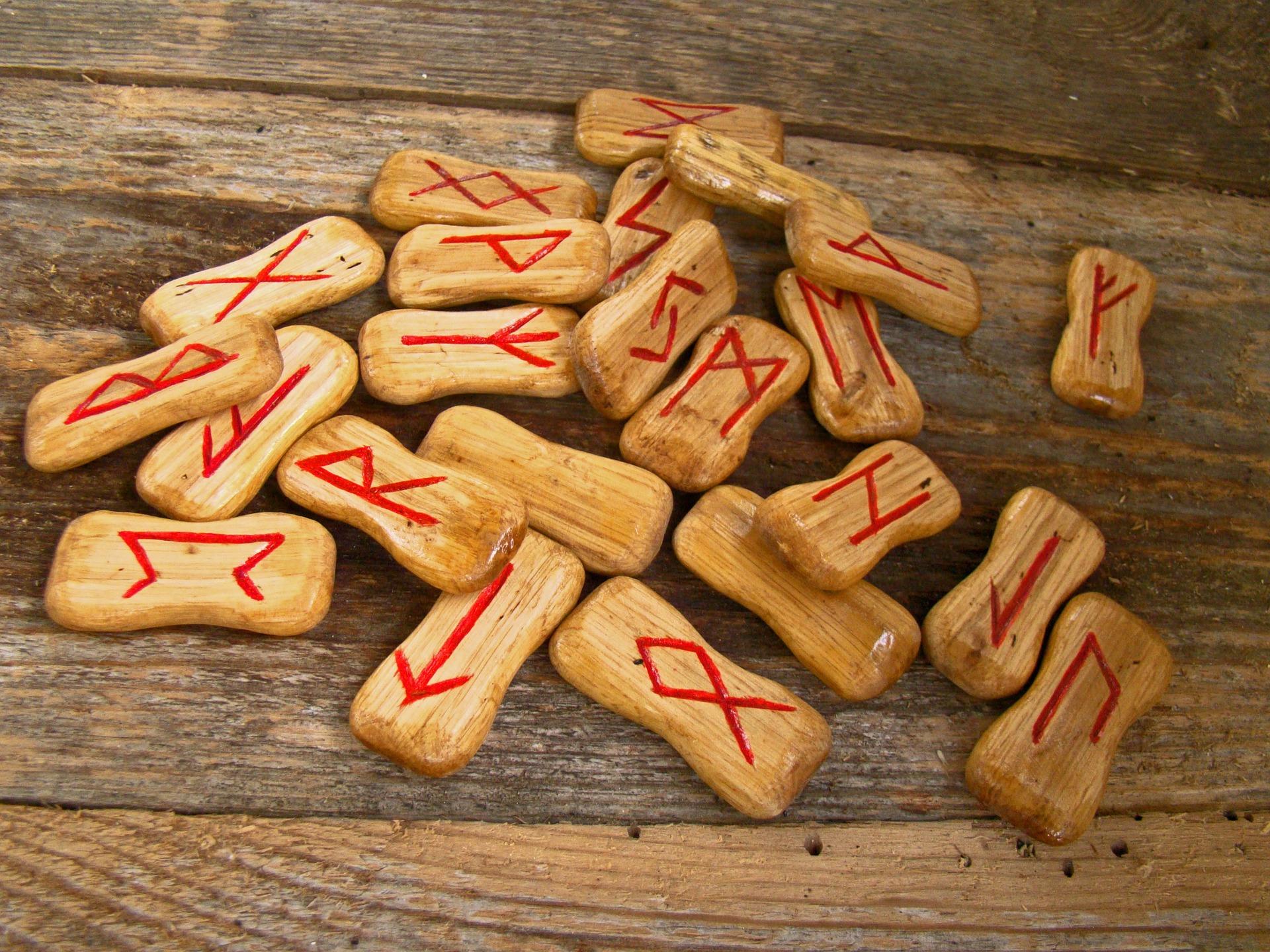 mesaj rune 2020 - sfatulparintilor.ro - pixabay_com - runes-947831_1920
