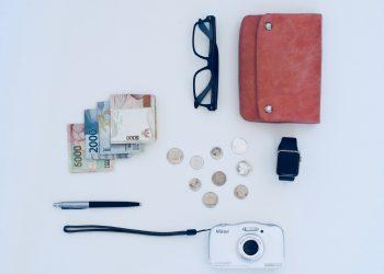 tipuri de portofele - sfatulparintilor.ro - plush-design-studio-iMjLgjFms7E-unsplash