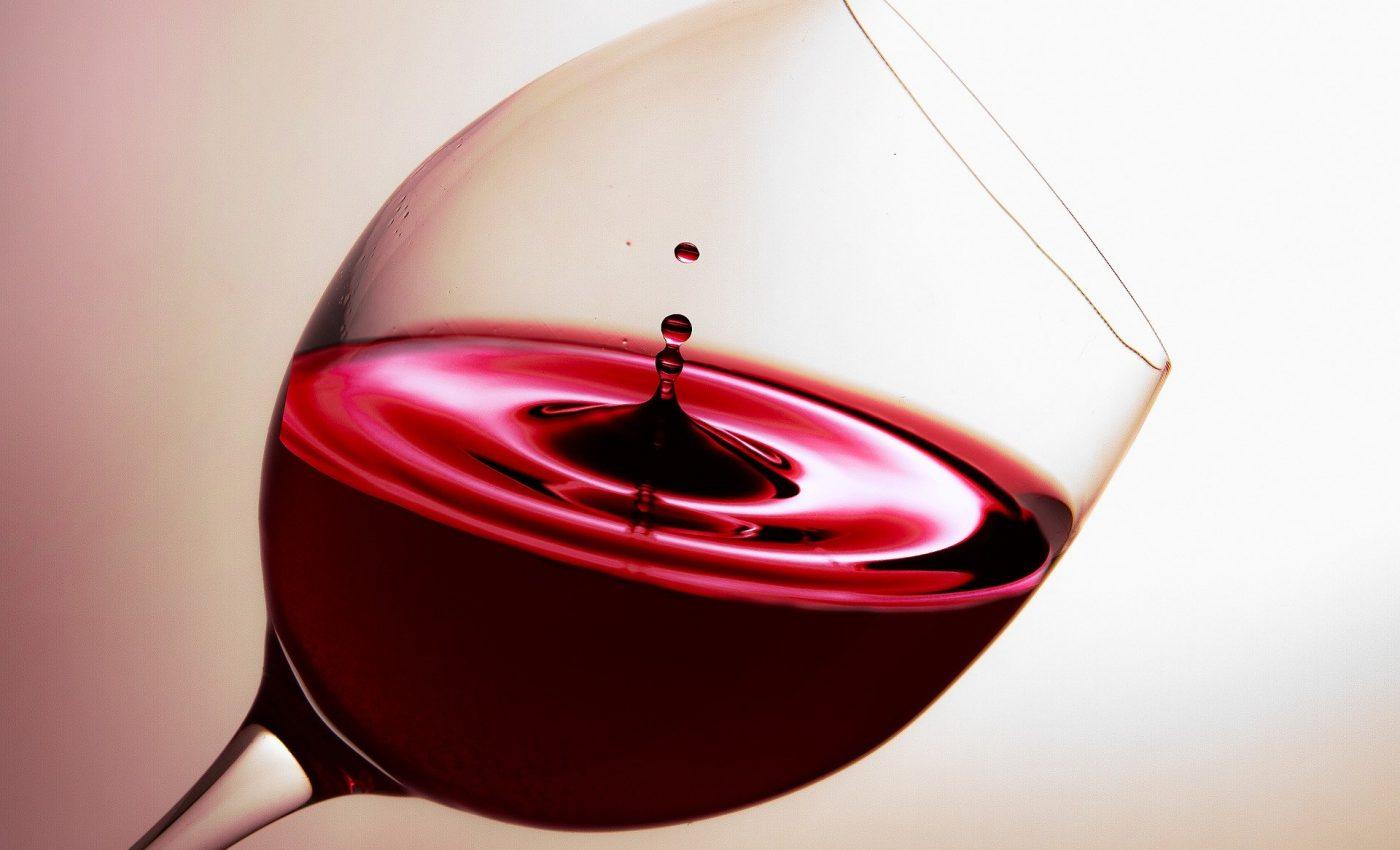 vin rosu - sfatulparintilor.ro - pixabay_com - glass-3077869_1920