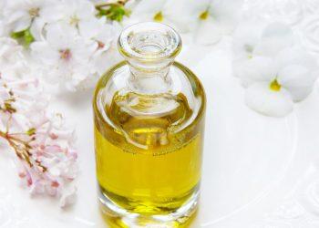 Parfumul pentru copii - sfatulparintilor.ro - pixabay-com - glass-4108085_1920