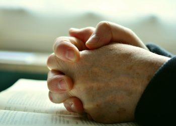 rugaciuni pentru sanatate - sfatulparintilor.ro - pixabay_com - pray-2558490_1920