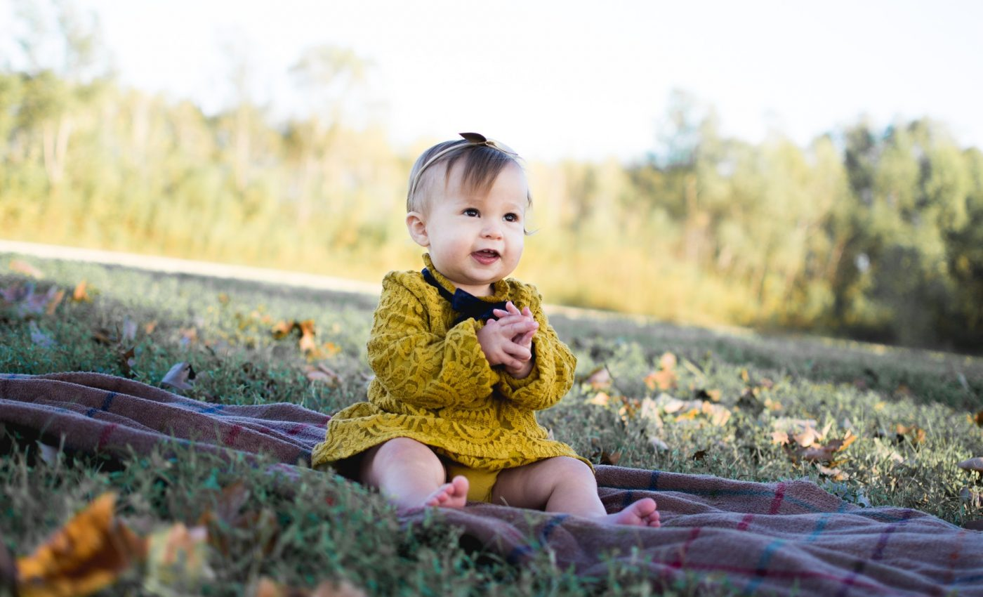 Nume de fete RARE - sfatulparintilor.ro - pixabay_com - baby-wearing-yellow-crochet-long-sleeve-dress-sitting-on-713959