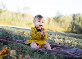 Nume de fete RARE - sfatulparintilor.ro - pixabay_com - baby-wearing-yellow-crochet-long-sleeve-dress-sitting-on-713959