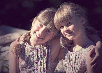 ai nevoie de imbratisari -sfatulparintilor.ro - pixabay_com - children-1545118_1920