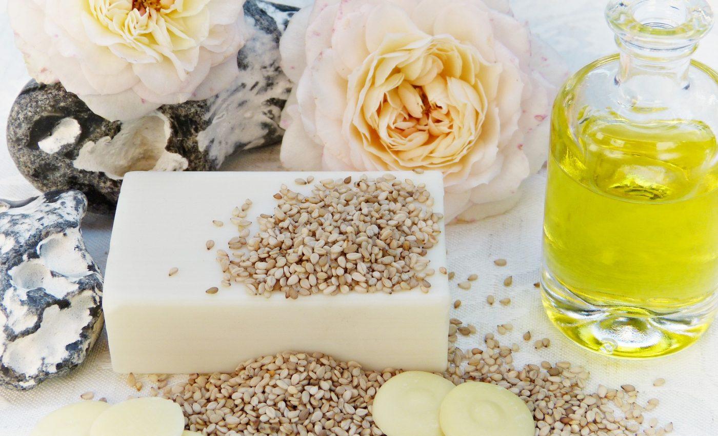 Beneficiile uimitoare ale uleiului de susan - sfatulparintilor.ro - pixabay_com - soap-2726394_1920