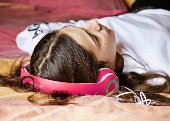 Obiceiuri daunatoare in timpul somnului - SFATULPARINTILOR.RO - PIXABAY_COM - girl-3231703_1920