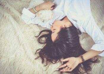 cel mai bun tratament al insomniei - sfatulparintilor.ro - pixabay_com -girl-1733352_1920