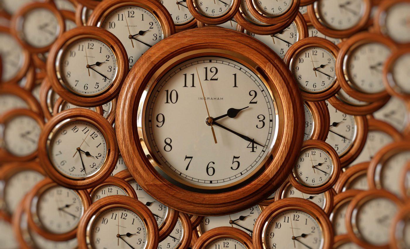 Semnificatia orelor oglinda inverse - sfatulparintilor.ro - pixabay_com - clock-4903265_1920