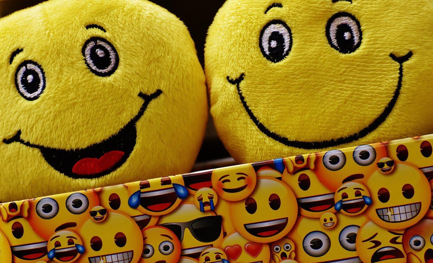 semnificatia emoticoanelor - sfatulparintilor.ro - pixabay-com - smilies-1731863_1920