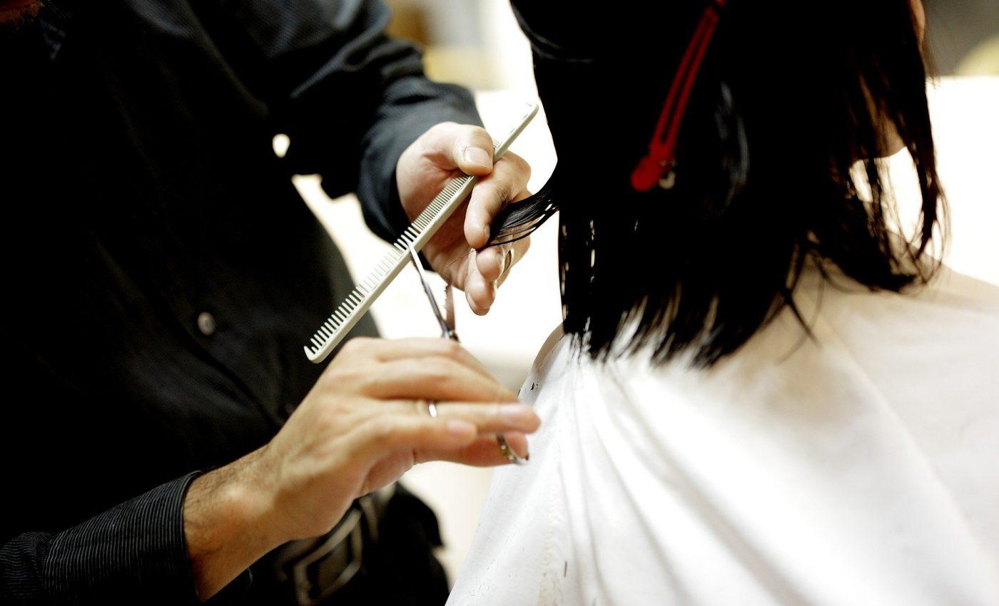 Cand este bine sa te tunzi - sfatulparintilor.ro - pixabay_com - haircut-834280_1920