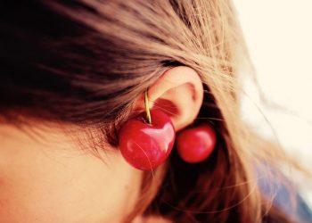 Ce inseamna cand te mananca urechea stanga - sfatulparintilor.ro - pixabay_com - cherries-2380795_1920